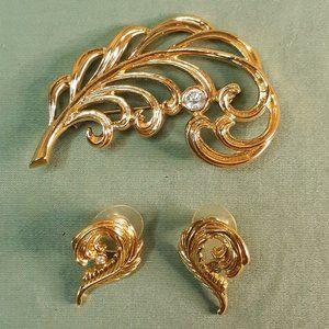 Vintage Avon Gold Tone Rhinestone Feather Brooch